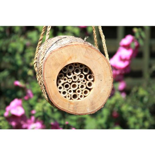 Baumstammhotel für Wildbienen