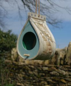 Tropfenformiges Vogelhäuschen zum Aufhängen