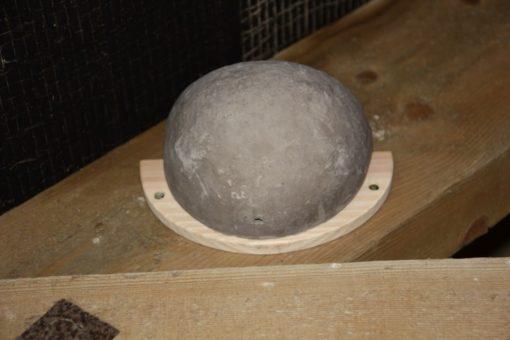 Nest für Rauchschwalben aus grauer unglasierter Keramik
